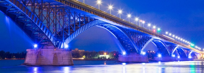 the Peace Bridge between the U.S. and Canada lit up at night.